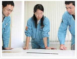株式会社クボタの女性エンジニアが働く様子(打ち合わせ風景)